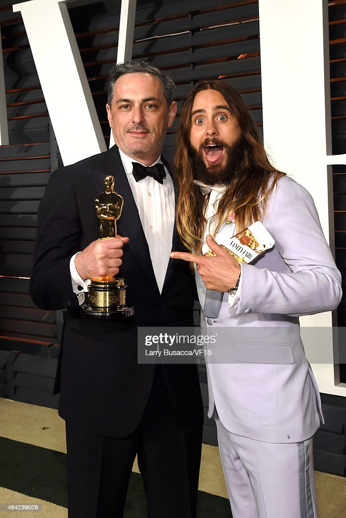 Producer John Lesher (L) and Jared Leto attend the 2015 Vanity Fair Oscar Party hosted by Graydon Carter at the Wallis Annenberg Center for the Performing Arts on February 22, 2015 in Beverly Hills, California.