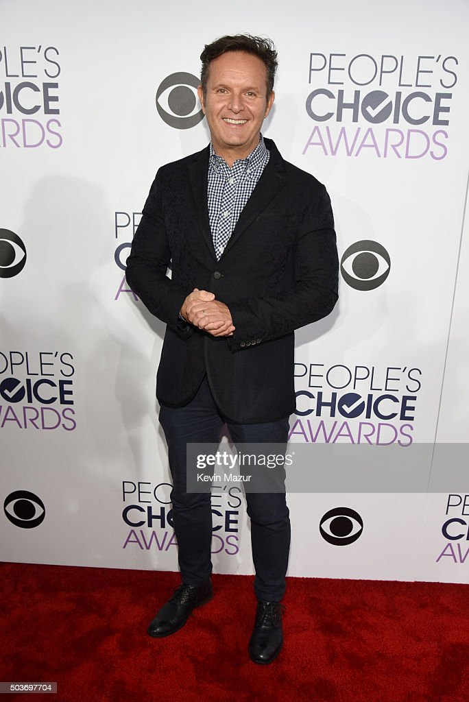 Producer <a gi-track='captionPersonalityLinkClicked' href=/galleries/search?phrase=Mark+Burnett&family=editorial&specificpeople=204697 ng-click='$event.stopPropagation()'>Mark Burnett</a> attends the People's Choice Awards 2016 at Microsoft Theater on January 6, 2016 in Los Angeles, California.