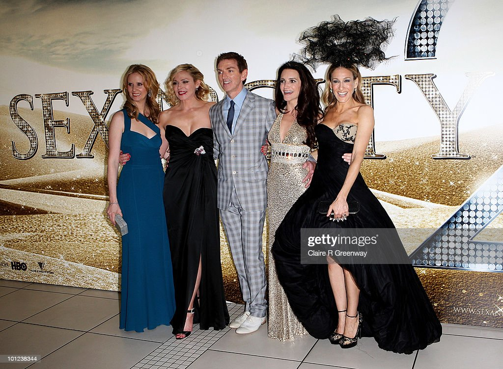 Producer Michael Patrick King (C) and actresses (from L) Cynthia Nixon, Kim Cattrall, Kristin Davis and Sarah Jessica Parker arrive at the UK premiere of 'Sex And The City 2' at Odeon Leicester Square on May 27, 2010 in London, England.