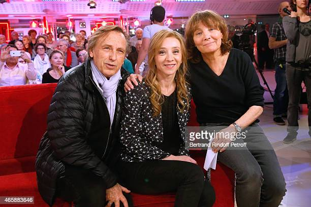 Producer of the film Alexandre Arcady actress Sylvie Testud and director of the movie Diane Kury pose during filming on 'Vivement Dimanche French TV...