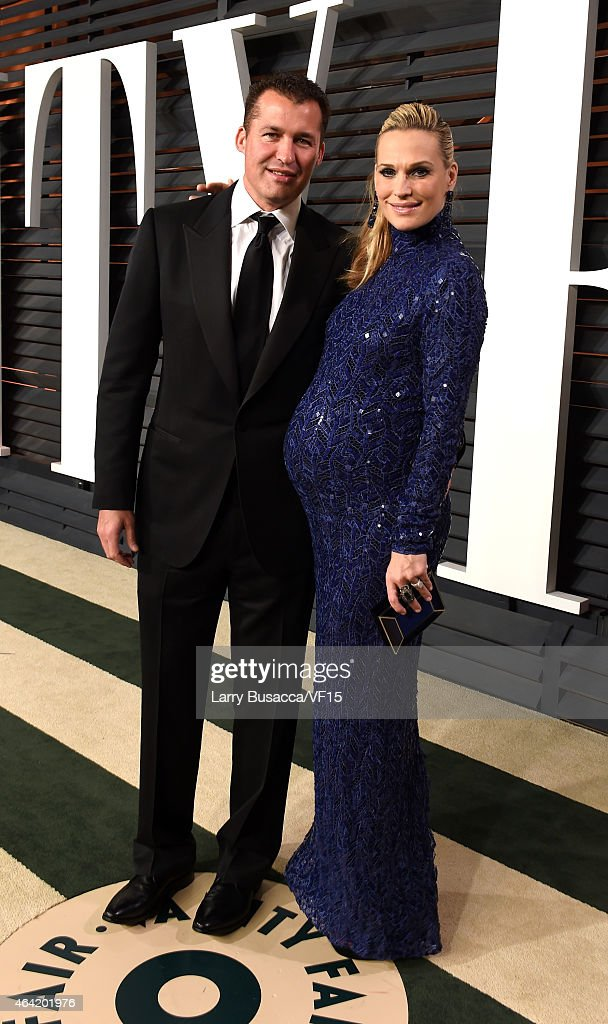 Producer Scott Stuber and actress Molly Sims attend the 2015 Vanity Fair Oscar Party hosted by Graydon Carter at the Wallis Annenberg Center for the...
