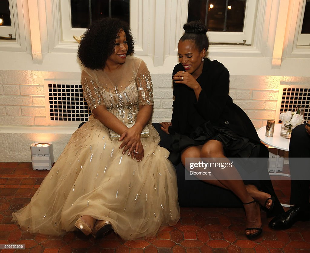 TV producer Shonda Rhimes, left, and actress Kerry Washington attend the Bloomberg Vanity Fair White House Correspondents' Association (WHCA) dinner afterparty in Washington, D.C., U.S., on Saturday, April 30, 2016. The 102nd WHCA raises money for scholarships and honors the recipients of the organization's journalism awards. Photographer: Andrew Harrer/Bloomberg via Getty Images