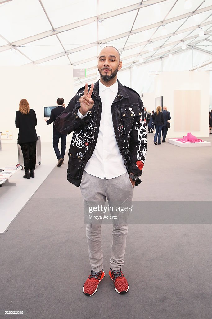 Producer <a gi-track='captionPersonalityLinkClicked' href=/galleries/search?phrase=Swizz+Beatz&family=editorial&specificpeople=567154 ng-click='$event.stopPropagation()'>Swizz Beatz</a> attends the 2016 Frieze Art Fair: New York at Randall's Island on May 4, 2016 in New York City.