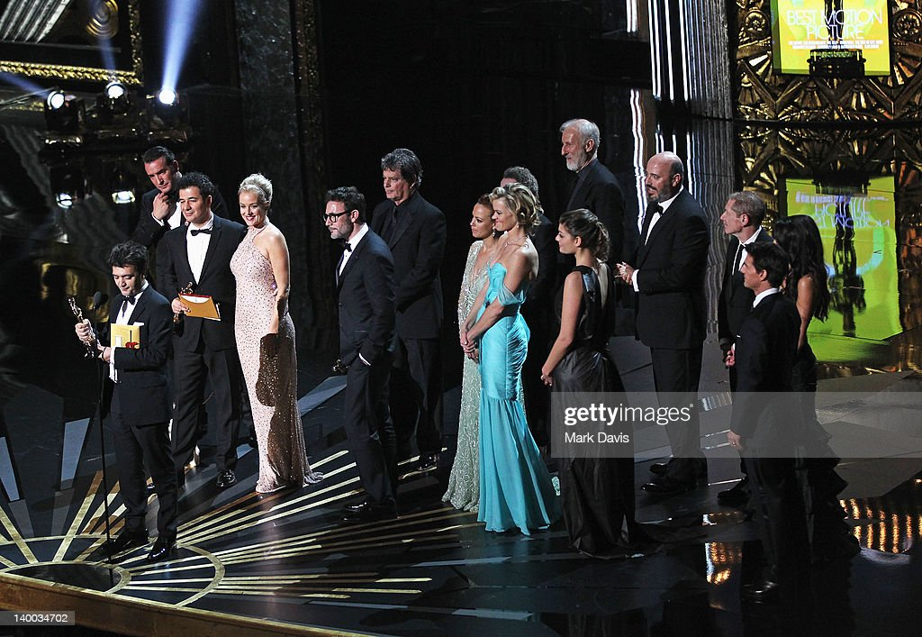 Producer Thomas Langmann Director Michel Hazanavicius actors Penelope Ann Miller Berenice Bejo and Missi Pyle and the cast of 'The Artist' accept...