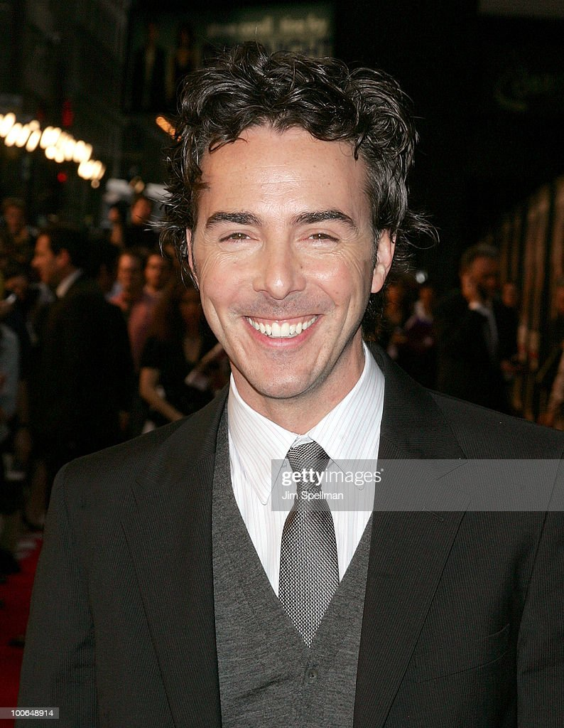 Producer/director Shawn Levy attends the premiere of 'Date Night' at Ziegfeld Theatre on Apr... Show more - producerdirector-shawn-levy-attends-the-premiere-of-date-night-at-picture-id100648914