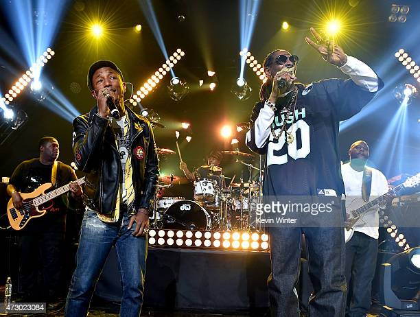 Producer/Recording artist Pharrell Williams and rapper Snoop Dogg perform onstage during Snoop Dogg Live on the Honda Stage at iHeartRadio Theater on...