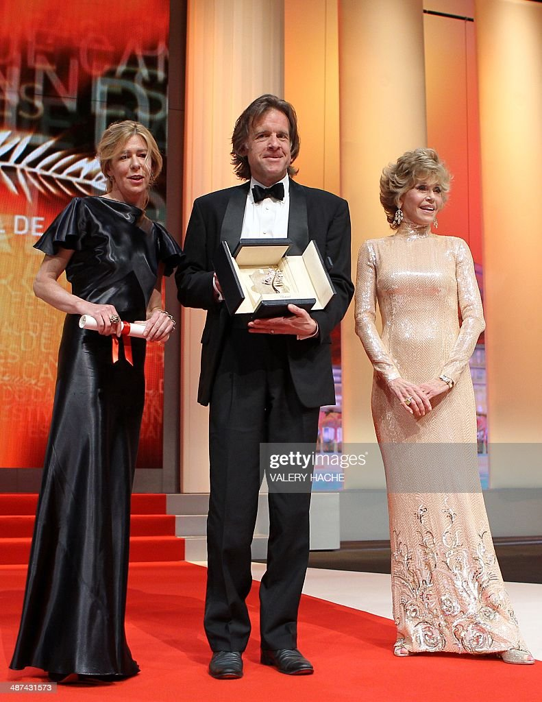 Producers Bill Pohlad and Dede Gardner (L) pose with US actress Jane Fonda as they received on behalf of US director Terrence Malick the Palme D'Or for the movie 'The Tree of Life' during the closing ceremony of the 64th Cannes Film Festival on May 22, 2011 in Cannes. AFP PHOTO / VALERY HACHE