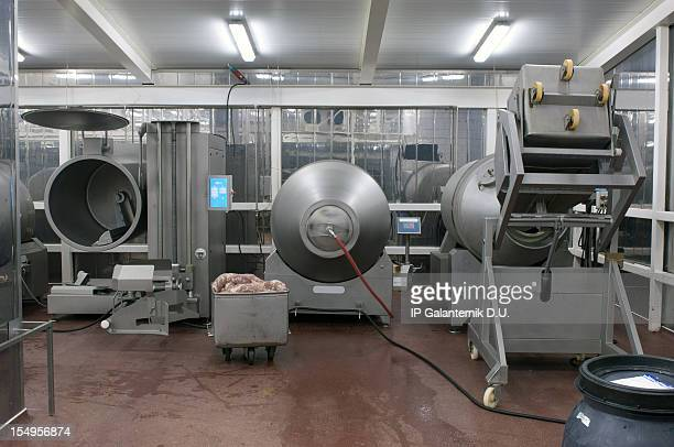 Ligne de Production dans une usine de restauration.   Produits à base de viande de préparation.