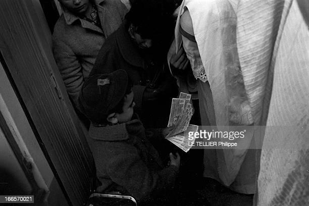 Production Of ' La Famille Hernandez' By The Theater Troupe Of Bab El Wadi Alger Bab elOued 18 Décembre 1958 Scènes de la vie quotidienne ou...