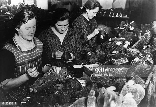 production of teddy bears in the firm 'Steiff' in Giengen/ Württemberg women sewing the bears together by hand 1934 Photographer Neudin