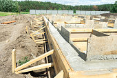 Production of the concrete base under the house with use of a removable timbering.