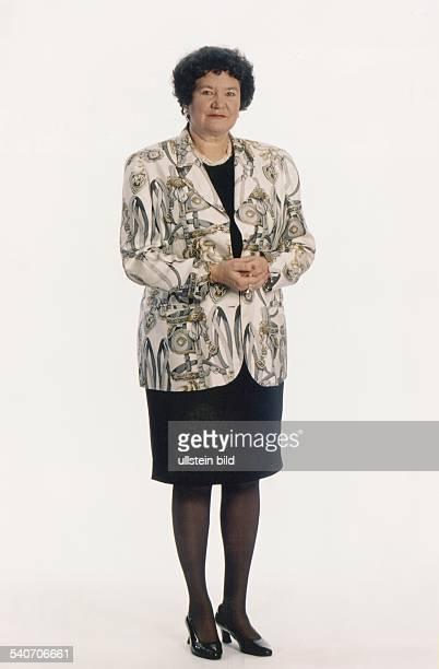 Prof Dr Dagmar Schipanski ist die Kandidatin der CDU/CSU für das Amt des Bundespräsidenten Sie trägt eine Perlenkette um den Hals und mehrere Ringe...