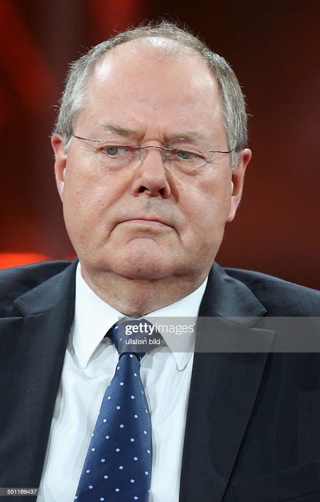 Dr. h. c. <b>Peer Steinbrück</b> (Bundesminister der Finanzen a. D., - prof-dr-h-c-peer-steinbrck-in-der-ardtalkshow-gnther-jauch-am-in-picture-id551169437