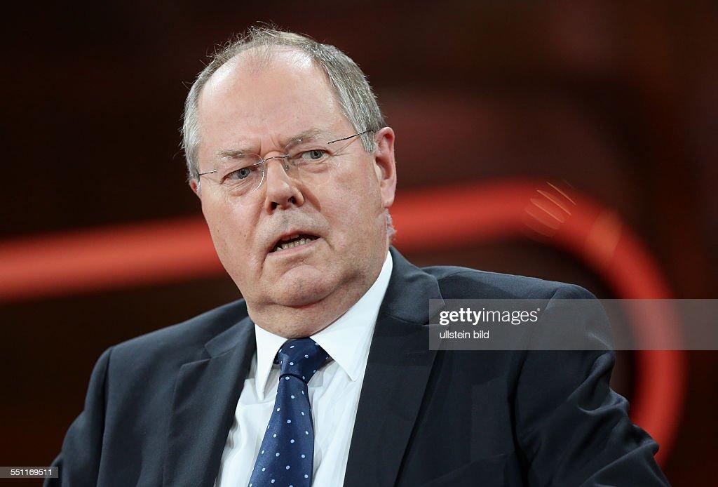 Dr. h. c. <b>Peer Steinbrück</b> (Bundesminister der Finanzen a. D., - prof-dr-h-c-peer-steinbrck-in-der-ardtalkshow-gnther-jauch-am-in-picture-id551169511