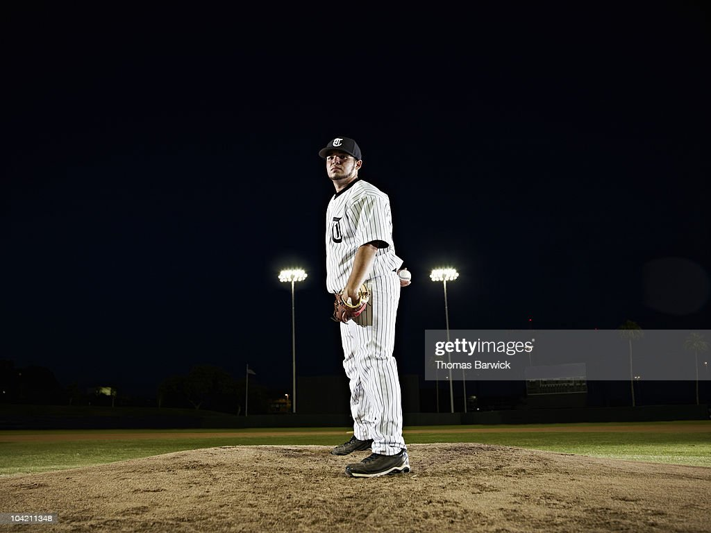 Professional baseball pitcher preparing to pitch : Stock Photo