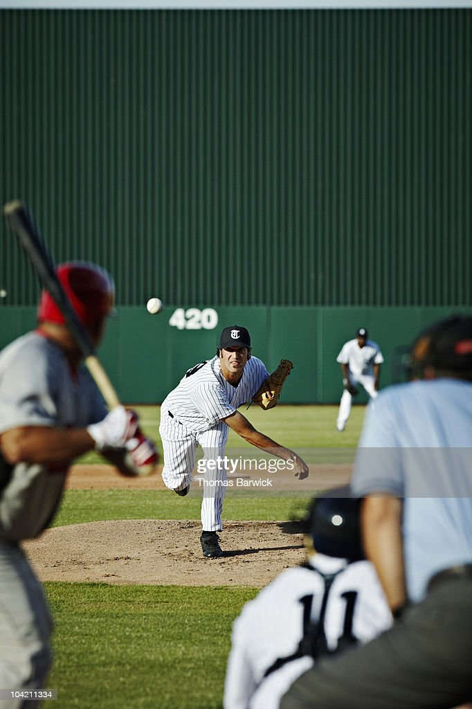 Professional baseball player throwing pitch : Stock Photo