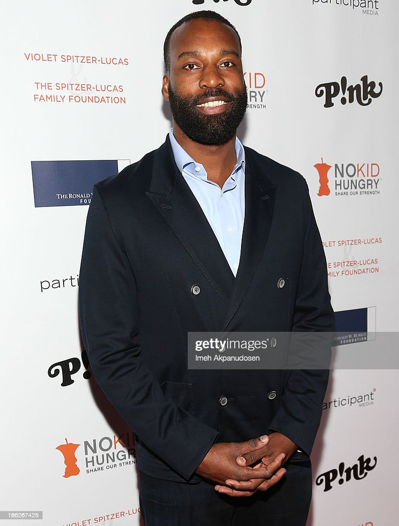 Professional basketball player <a gi-track='captionPersonalityLinkClicked' href=/galleries/search?phrase=Baron+Davis&family=editorial&specificpeople=201592 ng-click='$event.stopPropagation()'>Baron Davis</a> attends the 3rd Annual Share Our Strength No Kid Hungry Los Angeles Dinner at Ron Burkle's Green Acres Estate on October 29, 2013 in Beverly Hills, California.