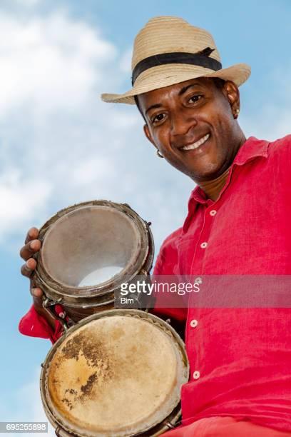 Conga cubano reproductor de tambor profesional