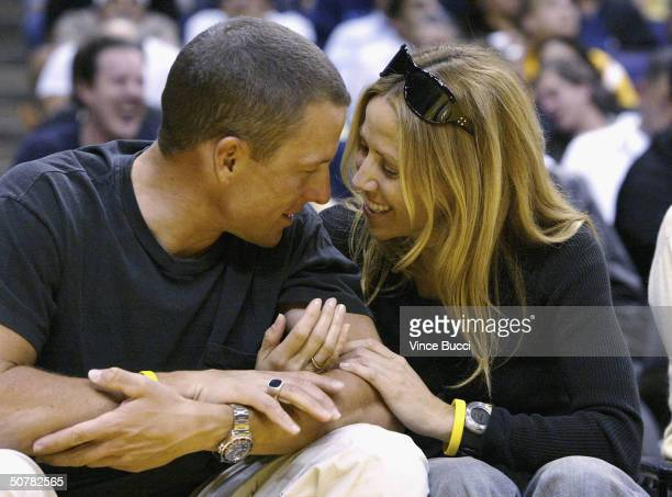 Professional cyclist Lance Armstrong and musician Sheryl Crow attend the Houston Rockets and Los Angeles Lakers playoff game on April 28 2004 at the...
