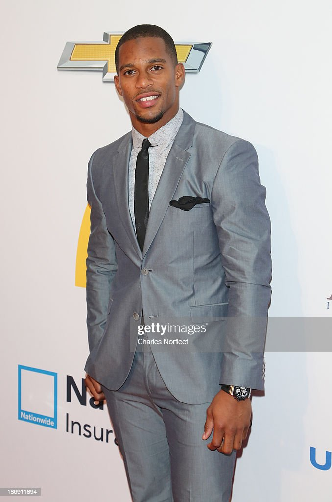 Professional football player <a gi-track='captionPersonalityLinkClicked' href=/galleries/search?phrase=Victor+Cruz+-+American+Football+Player&family=editorial&specificpeople=8736842 ng-click='$event.stopPropagation()'>Victor Cruz</a> attends the 2013 EBONY Power 100 List Gala at Frederick P. Rose Hall, Jazz at Lincoln Center on November 4, 2013 in New York City.