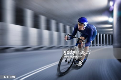 Professional Male Cyclist In Tunnel : Stockfoto