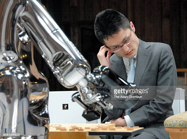 Professional shogi or Japanese chess player Akira Inaba shows his dejection after defeating by Shogi soft 'Yaneura Oh' in the third round of the...