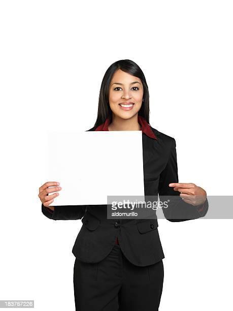 Profissional mulher segurando uma placa em branco