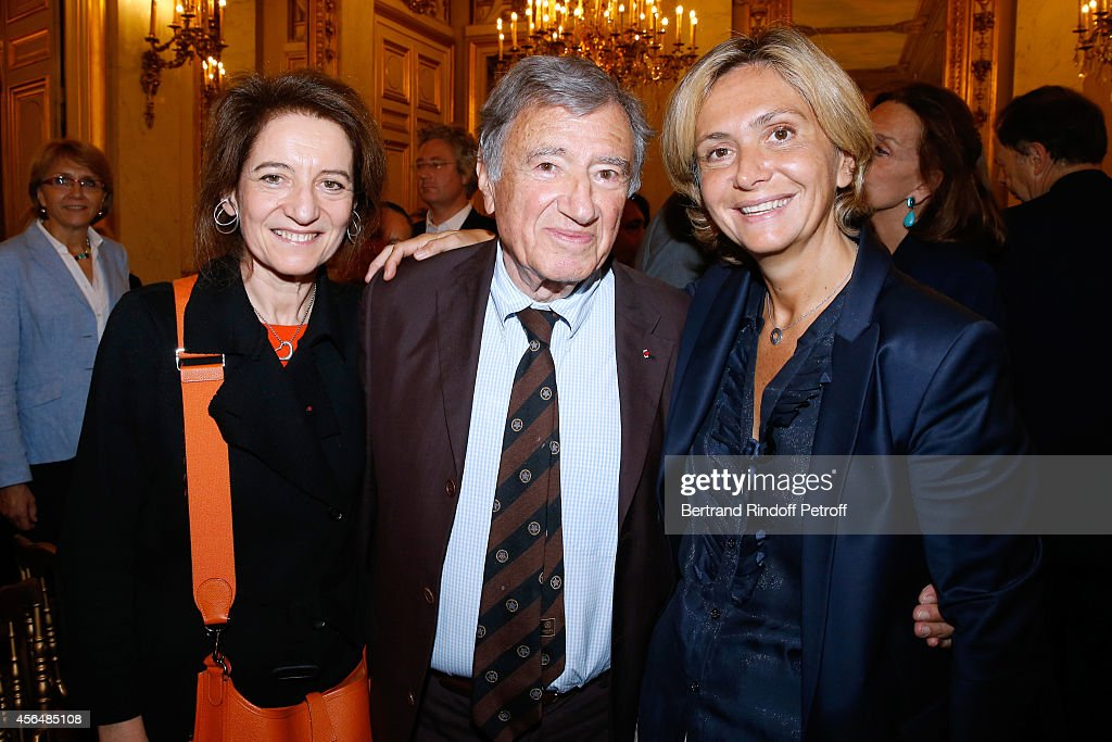 Professor Etienne Emile Baulieu (C), companion Simone Harari (L) and Valerie Pecresse (R) attend Xavier Darcos receives 'L'Epee d'Academicien' in Paris on October 1, 2014 in Paris, France.