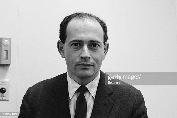Professor Gerard M Professor Edelman of Rockefeller University pioneer in studies to figure the complete molecular structure of antibodies in the...