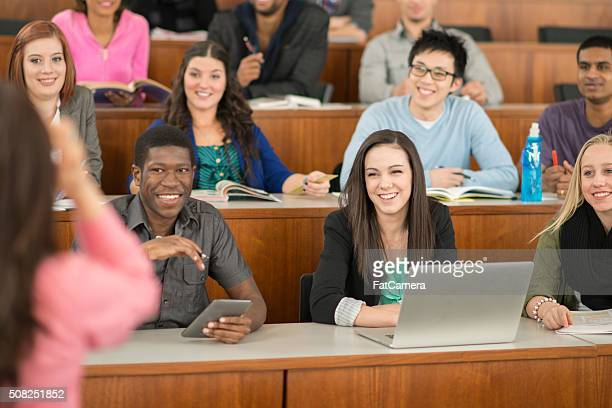 Prof. geben einen Vortrag in Universität