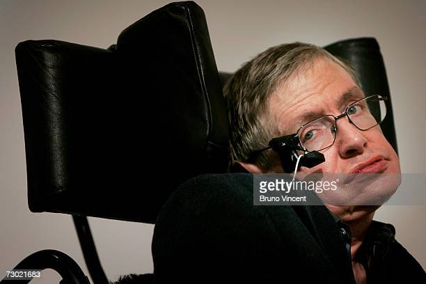 Professor Stephen Hawking delivers his speech at the release of the 'Bulletin of the Atomic Scientists' on January 17 2007 in London Ebgland A group...