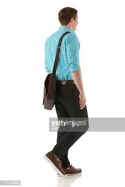 Profil d'un homme marche