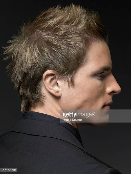 Profil eines jungen Mannes