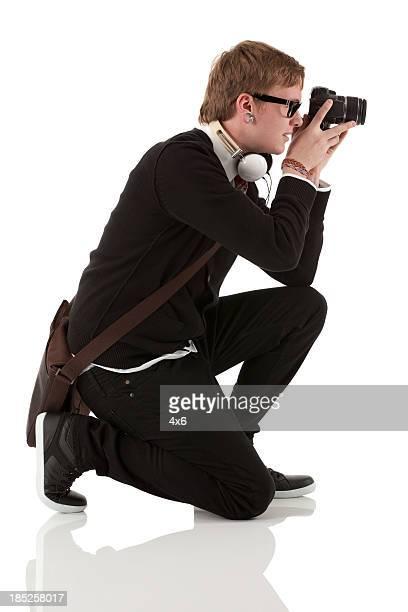 プロフィールの男性の写真撮影でカメラ