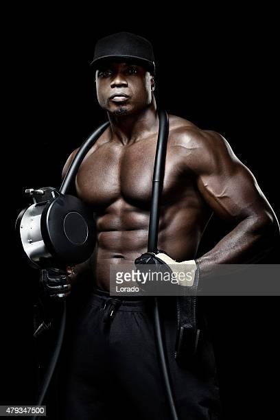 Perfil de muscled preto masculino