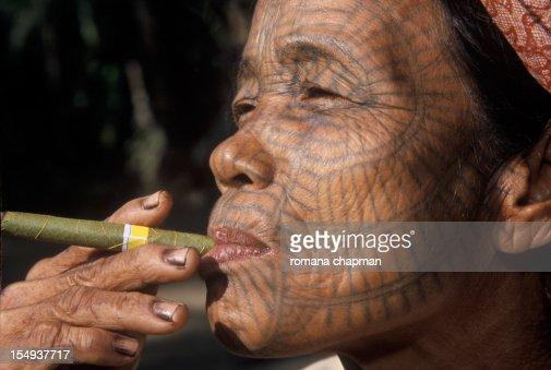 Profile of Tribal woman with tattooed face : Bildbanksbilder