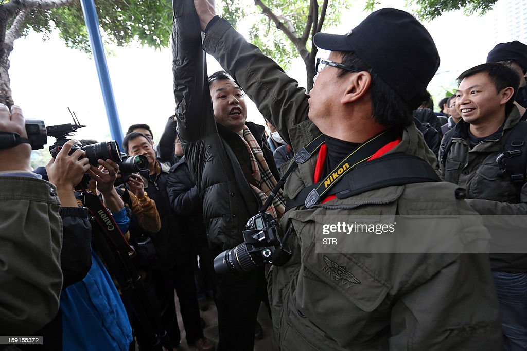 A pro-government protester (L) shouts as he confronts another protester (R) calling for greater media freedom, outside the headquarters of Nanfang Media Group in Guangzhou, on January 9, 2013. A Chinese weekly newspaper at the centre of rare public protests about government censorship will publish as usual on January 10, a senior reporter said, following reports of a deal to end the row. The row at the popular liberal paper, which had an article urging greater rights protection replaced with one praising the ruling communist party, has seen demonstrators mass outside its headquarters in the southern city of Guangzhou. AFP PHOTO