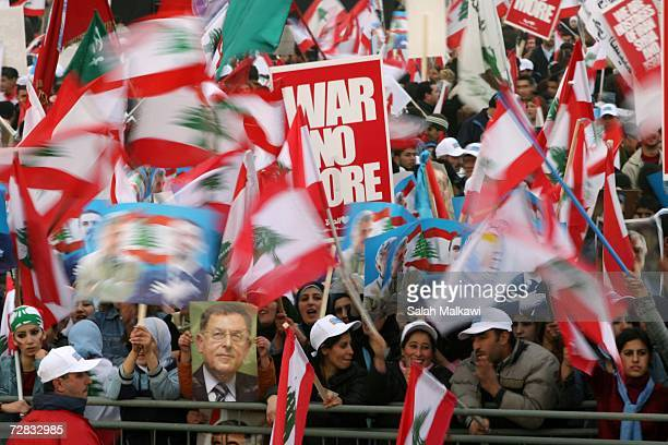 Progovernment supporters shout slogans in solidarity with Lebanese Prime Minister Fuad Siniora in Taelabaya at the Beqaa east of Lebanon on December...