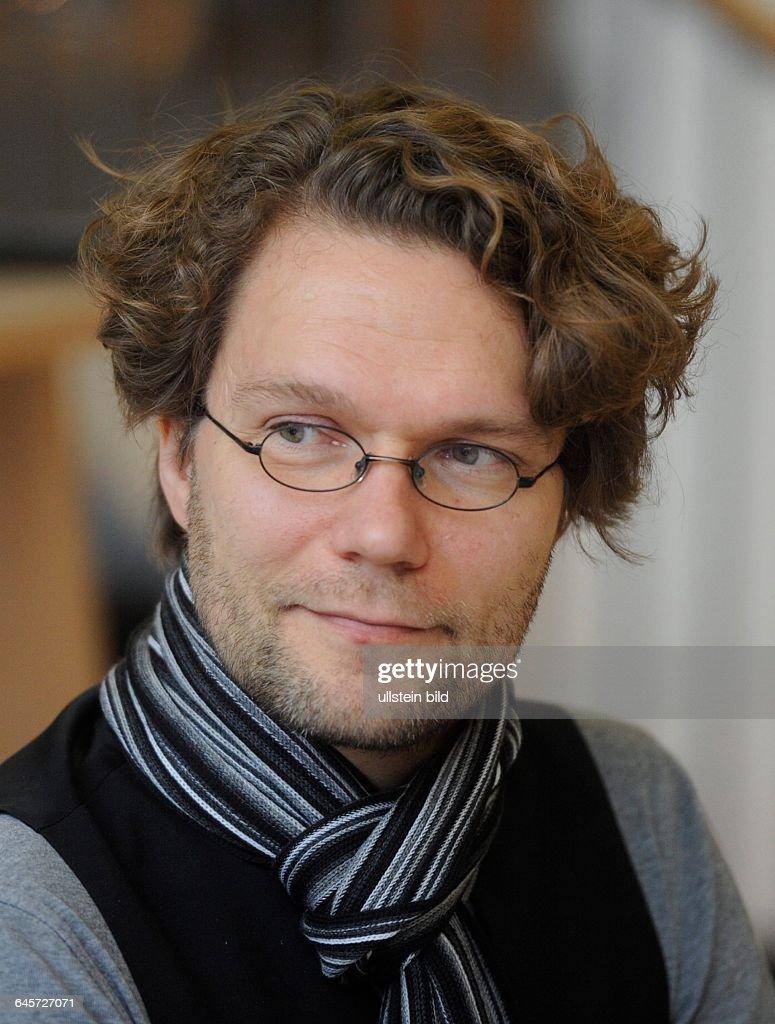 Programmleiter <b>Oliver Baumgarten</b> des Max Ophüls Filmfestivals in Saarbrücken ... - programmleiter-oliver-baumgarten-des-max-ophls-filmfestivals-in-bei-picture-id645727071