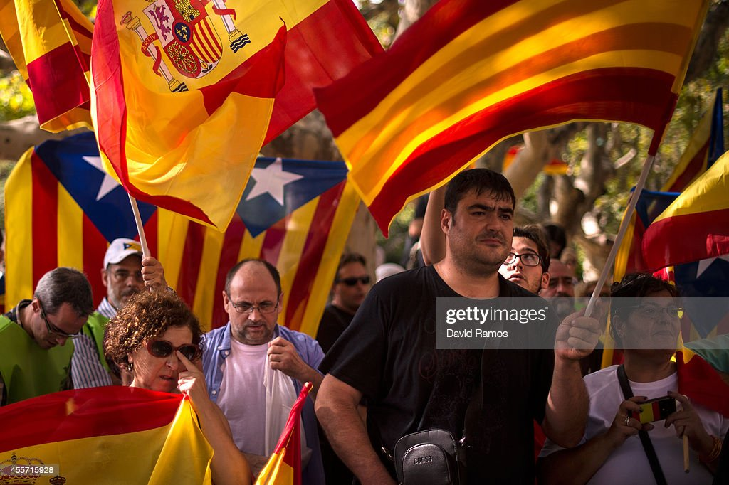 Proindependence and antiseparatist demonstrators shout slogans outside the Catalan Parliament on September 19 2014 in Barcelona Spain The Catalonian...