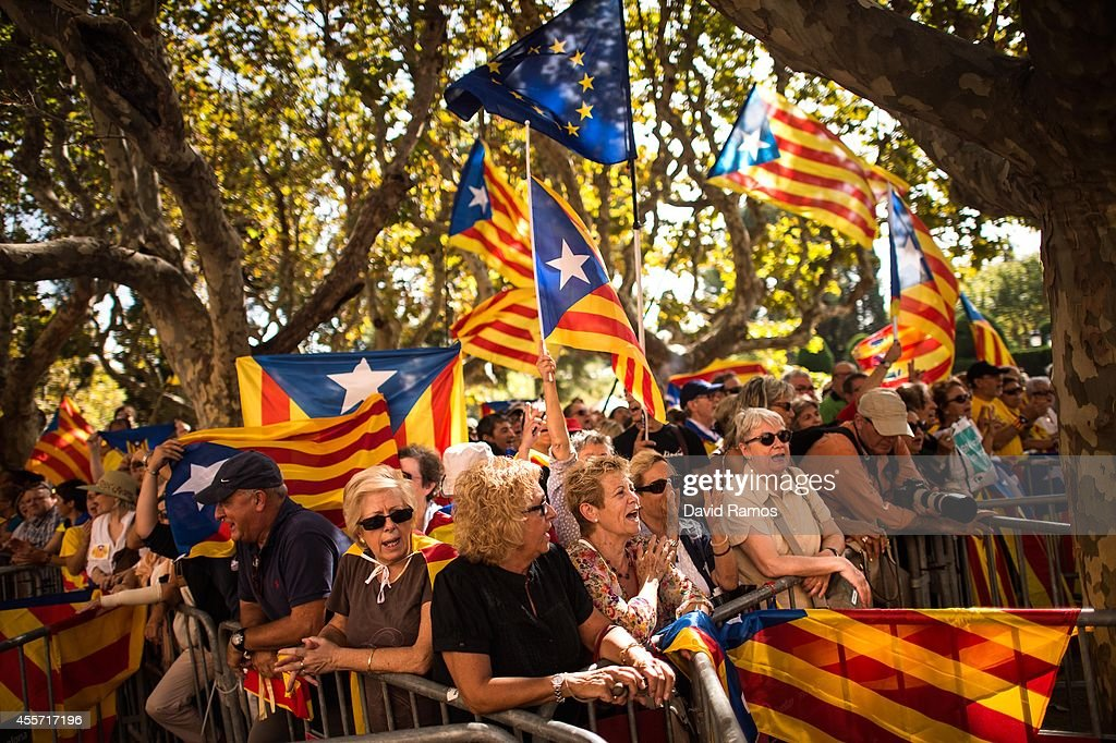 Proindependence demonstrators shout slogans outside the Catalan Parliament on September 19 2014 in Barcelona Spain The Catalonian Parliament votes...