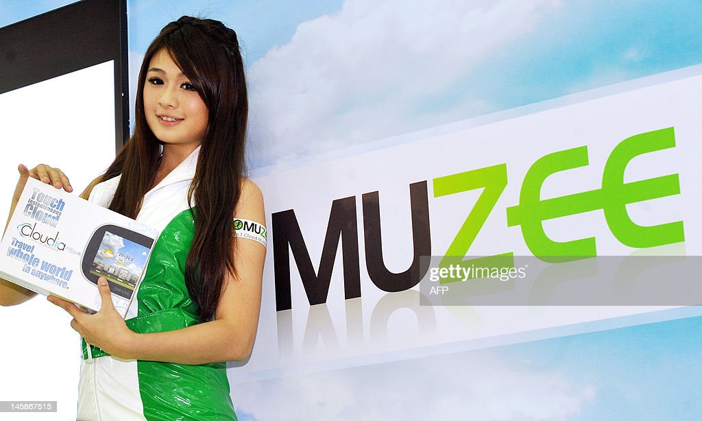 A promoter holds a Muzee Cloudia, a multimedia digital photo frame during the 2012 Computex in Taipei on June 7, 2012. Computex is Asia's leading IT trade fair. AFP PHOTO / Mandy CHENG