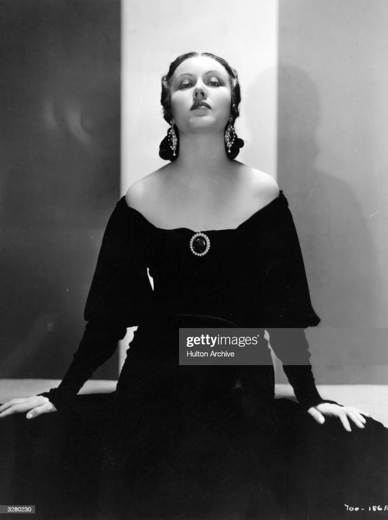 Promotional portrait of Canadian-born actor <a gi-track='captionPersonalityLinkClicked' href=/galleries/search?phrase=Fay+Wray&family=editorial&specificpeople=70009 ng-click='$event.stopPropagation()'>Fay Wray</a> wearing a black off-the-shoulder gown with a brooch, circa 1930.