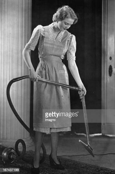 Promotional recording for vacuum cleaners Photograph About 1930 Werbeaufnahme für Staubsauger Photographie Um 1930