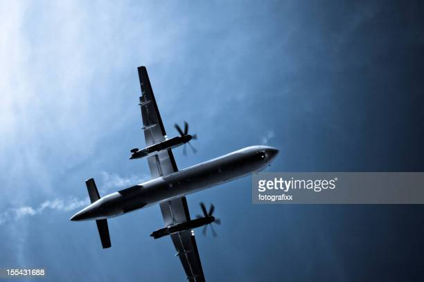 Propellerflugzeug während der Landung direkt unter-cross-Entwicklung