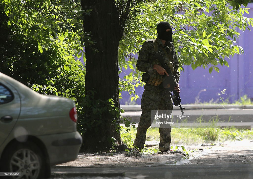 A pro-Russia militiaman stands guard near a militia controlled building on May 20, 2014 in Donetsk, Ukraine. Industrialist Rinal Akhmetov, Ukraine's wealthiest man, called for demonstrations across eastern Ukraine against pro-Russian separatists controling much of the region.
