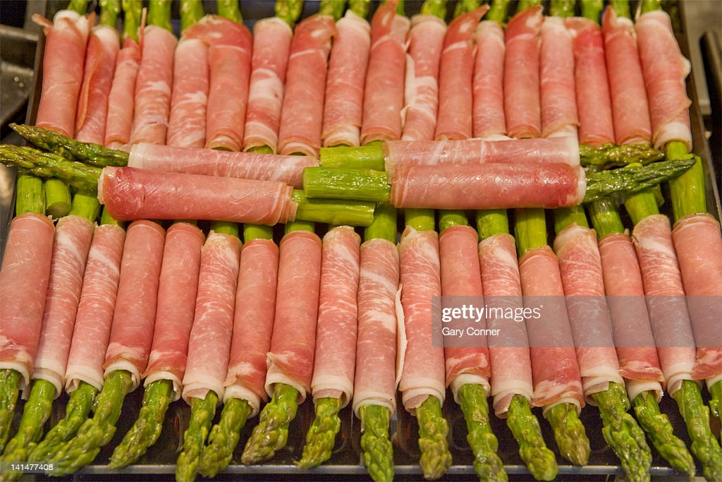 Prosciutto wrapped asparagus spears : Stock Photo
