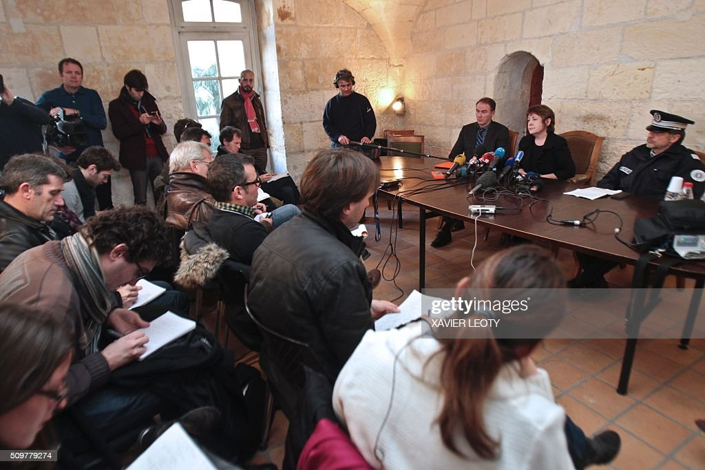 Prosecutor Isabelle Pagenelle (C) speaks during a press conference at the court in La Rochelle on February 12, 2016, following the accident of a school bus which crashed into a truck near Rochefort on February 11, 2016, killing at least six children. At least six children were killed when a school minibus crashed into a truck in western France on Thursday, police said, a day after another road accident involving a school bus left two youngsters dead. / AFP / XAVIER LEOTY