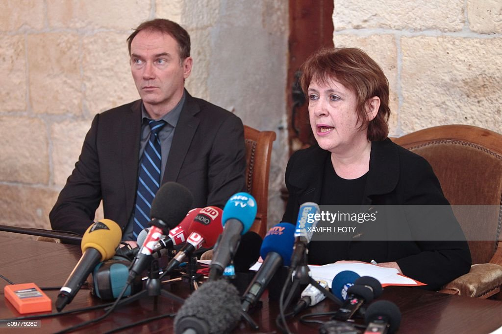 Prosecutor Isabelle Pagenelle (R) speaks during a press conference at the court in La Rochelle on February 12, 2016, following the accident of a school bus which crashed into a truck near Rochefort on February 11, 2016, killing at least six children. At least six children were killed when a school minibus crashed into a truck in western France on Thursday, police said, a day after another road accident involving a school bus left two youngsters dead. / AFP / XAVIER LEOTY