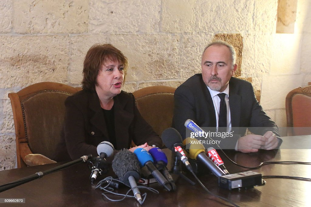 Prosecutor Isabelle Pagenelle (L) speaks during a press conference at the court in La Rochelle on February 13, 2016, following the accident of a school bus which crashed into a truck near Rochefort on February 11, 2016, killing six children. The truck driver was indicted on February 13 for manslaughter. Six children were killed when a school minibus crashed into a truck in western France on Thursday, police said, a day after another road accident involving a school bus left two youngsters dead. / AFP / XAVIER LEOTY